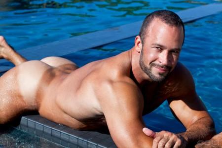 wet-bodybuilder-naked